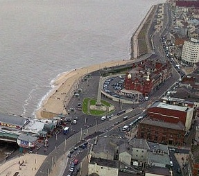 800px-North_Pier_aerial,_Blackpool